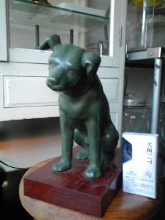 アンチモニー製のニッパー犬